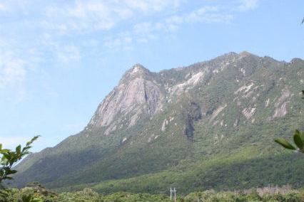05トローキの滝とモッチョム岳